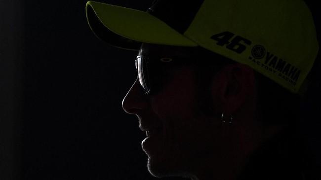 Pebalap Monster Energy Yamaha Valentino Rossi di konferensi pers MotoGP Spanyol 2019. The Doctor kini hanya terpaut tiga poin dari Andrea Dovizioso di puncak klasemen MotoGP 2019. (GABRIEL BOUYS / AFP)