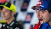 Pebalap Suzuki Alex Rins berbicara dalam konferensi pers jelang MotoGP Spanyol 2019. Rins merupakan pemenang seri sebelumnya di GP Amerika Serikat. (JORGE GUERRERO / AFP)