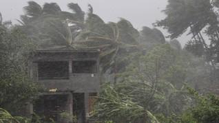 Topan Fanani Tewaskan 12 Orang di India