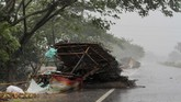 Musim badai topan di India dapat berlangsung dari April hingga Desember. Badai biasanya menghantam kota-kota di daerah pesisir, menyebabkan kematian dan kerusakan pada tanaman juga properti di India dan negara tetangganya, Bangladesh. (AP Photo)
