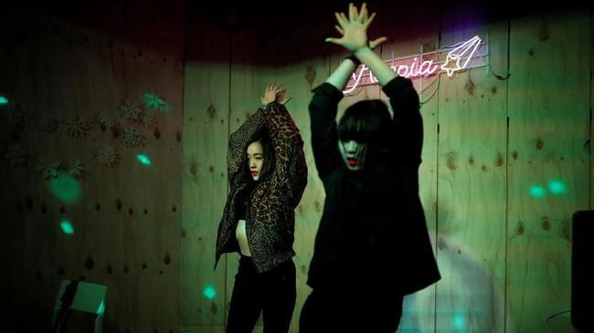 Remaja Jepang dilanda demam K-Pop. Gadis-gadis di Negeri Matahari Terbit seolah berlomba-lomba menjadi idola. (REUTERS/Kim Hong-Ji)