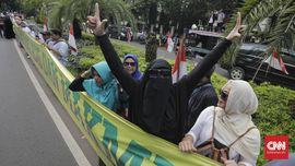 Demo KPU, Pendukung Pamer Baliho 'Prabowo Presiden 2019-2024'