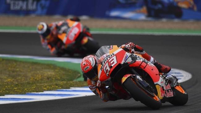 Juara bertahan MotoGP Spanyol Marc Marquez akan start dari posisi ketiga setelah berada di belakang Fabio Quartararo dan Franco Morbidelli di babak kualifikasi. (GABRIEL BOUYS / AFP)