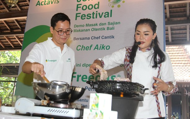 Mengintip Chef Cantik Aiko Masak Makanan Bali