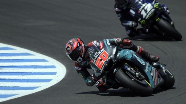Nasib sial dialami Fabio Quartararo yang gagal melanjutkan balapan karena masalah girboks pada lap ke-13 ketika sedang berada di posisi dua. (JORGE GUERRERO / AFP)