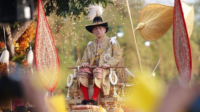 Ada Cinta dalam Ukiran Wajah Sang Raja Thailand di Kepala