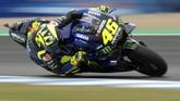 Pebalap Monster Energy Yamaha Valentino Rossi tidak mampu bangkit sepanjang hari kedua dan berada di posisi ke-13 pada babak kualifikasi. (JORGE GUERRERO / AFP)