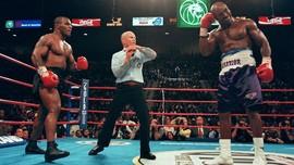 Insiden Gigit Kuping Kini Jadi Candaan Tyson dan Holyfield