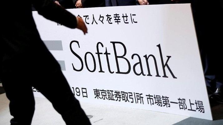 FILE PHOTO: SoftBank Corp. placard is prepared during a ceremony to mark the company's debut on the Tokyo Stock Exchange in Tokyo, Japan December 19, 2018.   REUTERS/Issei Kato/File Photo  GLOBAL BUSINESS WEEK AHEAD