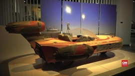 VIDEO: Mobil Batman dan 'Mad Max' Dipamerkan