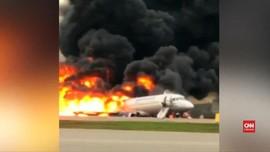 VIDEO: Detik-detik Terbakarnya Pesawat Aeroflot di Moskow