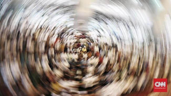 Umat muslim melaksanakan ibadah salat tarawihh perdana Ramadhan 1440 H di Masjid Istiqlal, Jakarta Pusat, Minggu, 5 Mei 2019.(CNN Indonesia/Andry Novelino)
