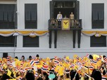 Sorak-sorai Warga Thailand Sambut Datangnya Raja Baru
