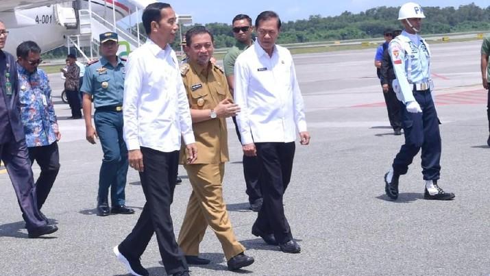 Jokowi bersama Menteri PPN/Kepala Bappenas Bambang Brodjonegoro dan Menteri Agraria telah berkunjung ke Kalimantan Tengah dan Kalimantan Timur