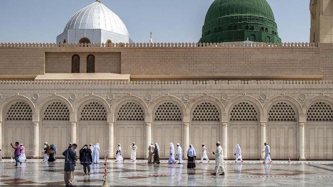 Arab Saudi Rayakan Idul Fitri Hari Ini, Suriah Besok