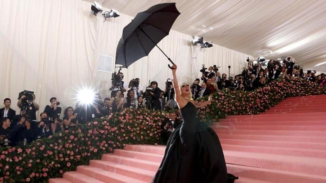 Met Gala kembali digelar di Metropolitan Museum of Art, New York, Amerika Serikat. Pada tahun 2019, ajang fesyen satu ini mengambil tema