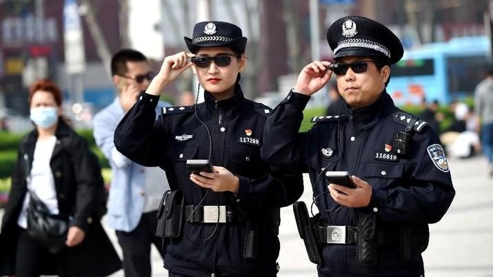 Xloong mengklaim telah menciptakan seperangkat kacamata pintar untuk polisi Tiongkok pada 2017.
