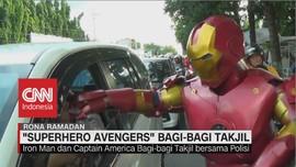 VIDEO: Polisi Kenakan Kostum Superhero untuk Bagi-bagi Takjil
