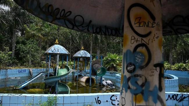 Taman air Ho Thuy Tien pertama kali dibuka untuk umum pada tahun 2004.