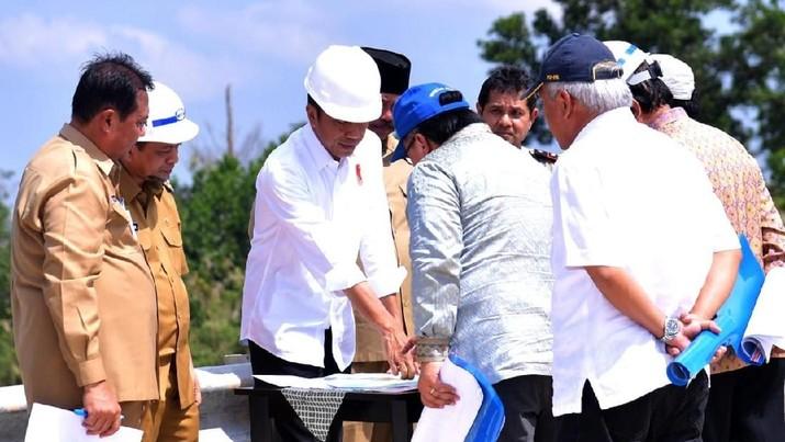 Presiden Joko Widodo (Jokowi) telah meninjau dua lokasi yang digadang-gadang bakal jadi ibu kota baru RI.