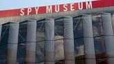 Teras Museum Mata-mata Internasional di Washington, New York, Amerika Serikat. (SAUL LOEB / AFP)