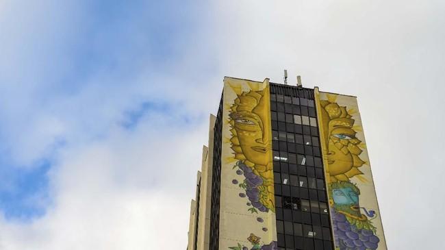 Grafiti yang dipadukan seni mural menjadi evolusi baru di galeri seni terbuka Valparaiso