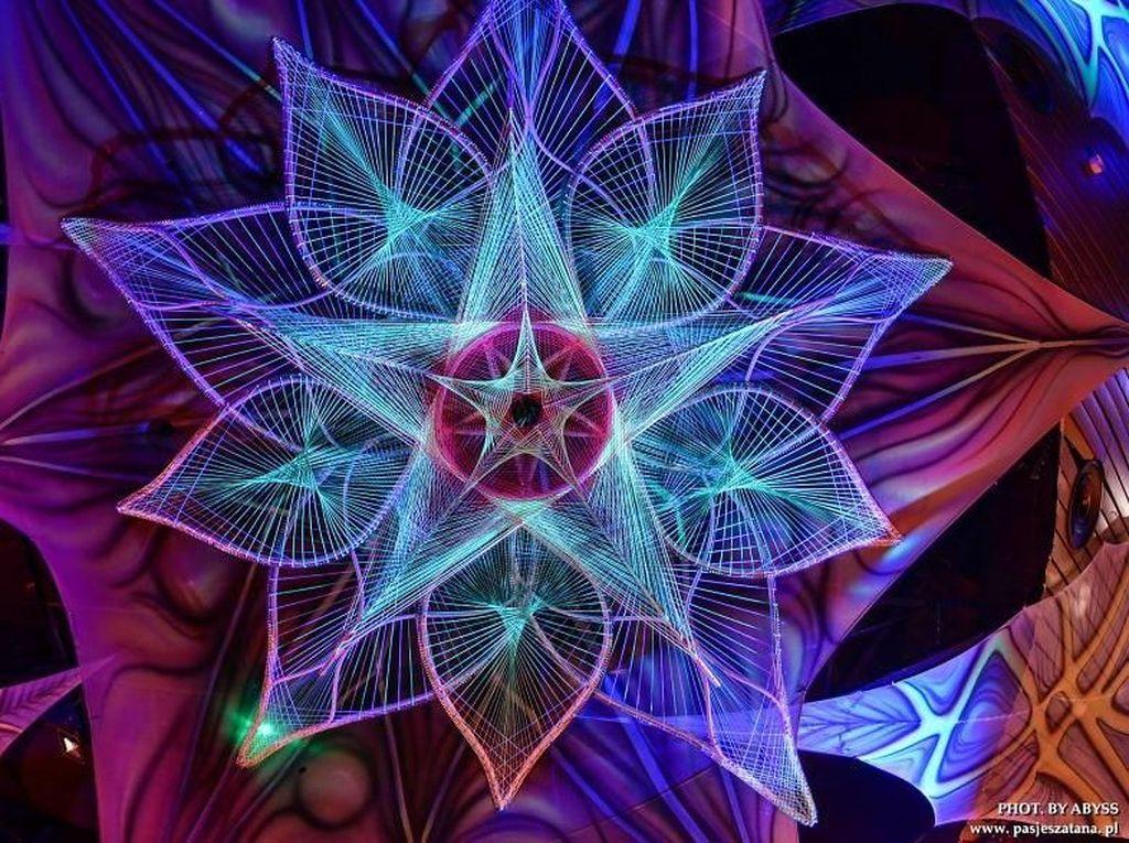 Merekapun kerap mengambil konsep kosmik seperti seni visual 3D.Dok. decocethecode