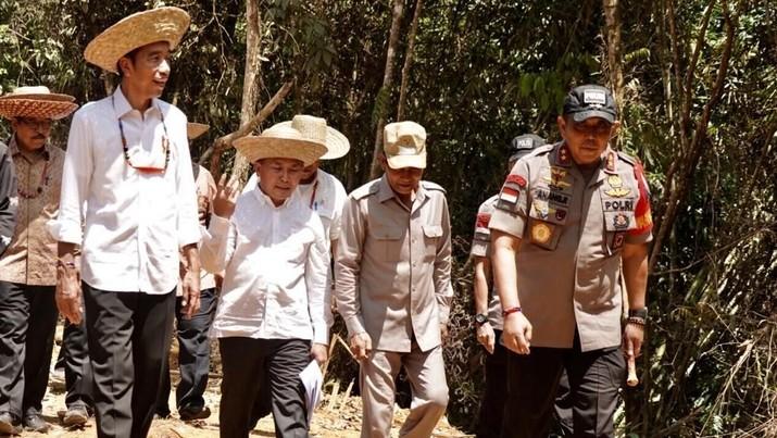 Presiden Joko Widodo (Jokowi) kembali meninjau lokasi yang akan menjadi alternatif ibu kota Indonesia.