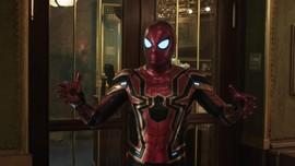 'Spider-Man' dan 'Mysterio' Akur saat Jenguk Anak-anak di RS