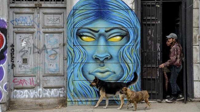 Ratusan seniman grafiti telah mengubah kota pelabuhan Valparaiso di Chile menjadi galeri seni terbuka raksasa