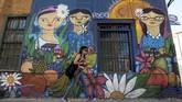 Kelompok bernama Un Kolor Distinto (warna yang berbeda) dan telah menciptakan karya seni besar seperti 'Solsticio de verano' (matahari musim panas)