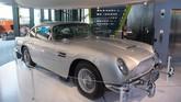 Mobil Aston Martin yang digunakan dalam filmJames Bond.(SAUL LOEB / AFP)