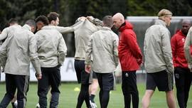 Pelatih Ajax Tolak Latih Barcelona