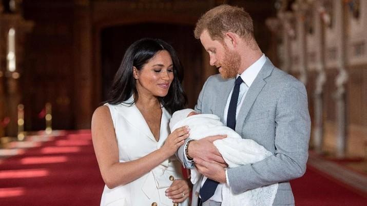 Pangeran Harry-Meghan Markle Tampil Perdana dengan Buah Hati