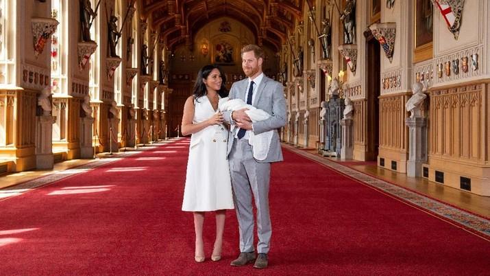 Pangeran Harry dan Meghan mau pindah ke Kanada usai hengkang dari kerajaan, tapi tak semudah itu. PM Kanada yang bakal repot urus pindahan pasangan hebring itu.