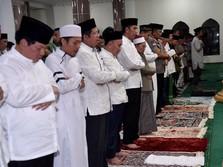 Jokowi Salat Tarawih di Palangkaraya, Calon Ibu Kota Baru RI