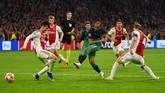 Lucas Moura jadi bintang kemenangan Tottenham Hotspur di markas Ajax Amsterdam dengan mencetak tiga gol ke gawang Andre Onana di StadionJohan Cruijff Arena, Kamis (9/5) dini hari WIB. (REUTERS/Dylan Martinez)
