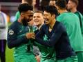 Pemain Tottenham Selebrasi dengan Bir di Kandang Ajax