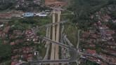 Foto udara terowongan kembar pada proyek pembangunan Jalan Tol Cileunyi-Sumedang-Dawuan (Cisumdawu) di Kabupaten Sumedang, Jawa Barat. (ANTARA FOTO/Puspa Perwitasari