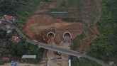 Jalan tol Cisumdawu ini rencananya akan digunakan secara fungsional pada arus mudik lebaran tahun ini. (ANTARA FOTO/Puspa Perwitasari)