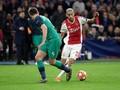 Dua Pemain Ajax Buka Puasa 24 Menit Usai Kick-Off