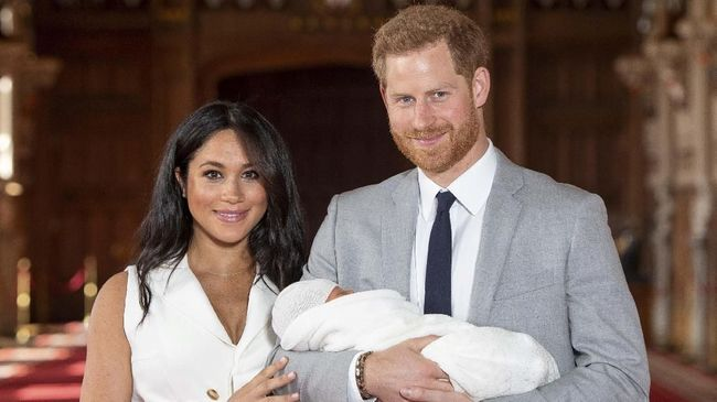 Pangeran Harry Tak Akan Umumkan Orang Tua Baptis Archie