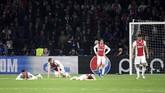Ajax Amsterdam gagal lolos ke final karena kalah produktivitas gol tandang dari Tottenham Hotspur walau sempat unggul lebih dahulu 2-0 melalui gol yang dicetak Matthijs de Ligt pada menit kelima dan Hakim Ziyech (35'). (REUTERS/Piroschka Van De Wouw)