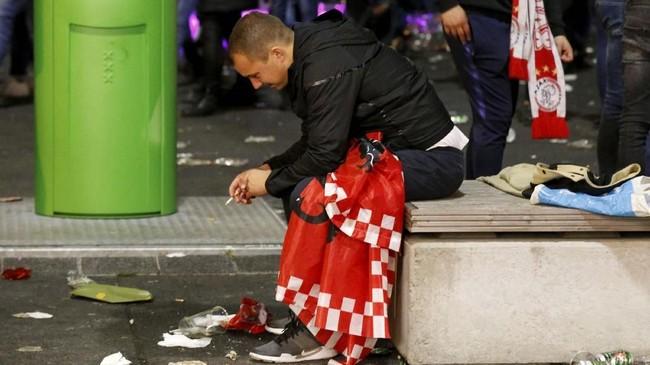 Suporter Ajax Amsterdam mungkin harus menunggu lama lagi untuk melihat timnya bisa masuk ke final Liga Champions. Hal itu lantaran kemungkinan besar bintang-bintang Ajax bakal hijrah ke klub besar Eropa lainnya. (REUTERS/Pascal Rossignol)