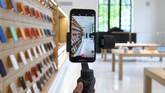 Selain perpustakaan, tempat ini pun terdapat Apple Store. Nantinya, Apple akan mengadakan sesi-sesi dalam perpustakaan dipimpin oleh seniman lokal dan kelas dunia. (REUTERS/Clodagh Kilcoyne)