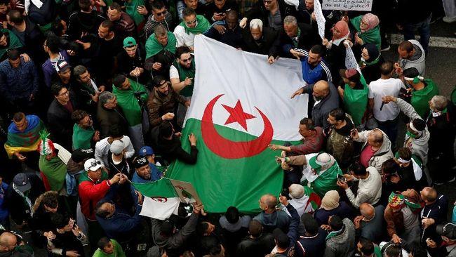 Dukung Demo Anti-Pemerintah, Penyiar TV Aljazair Dipecat