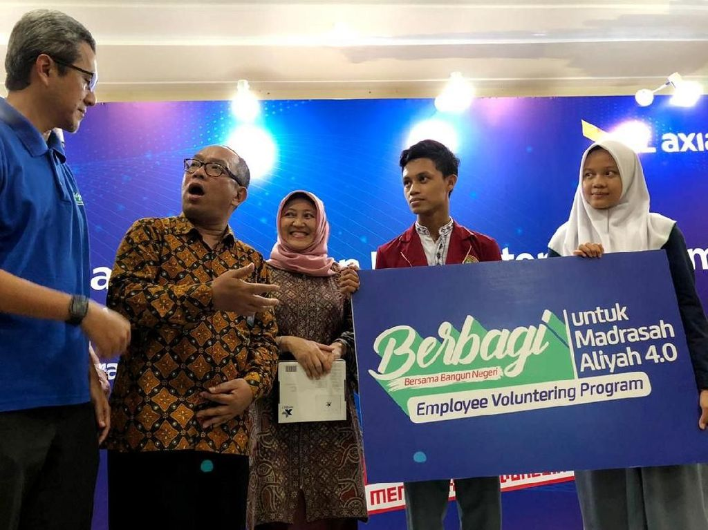 Ini merupakan lanjutan dari bagian program Gerakan Donasi Kuota ke lembaga-lembaga pendidikan di berbagai pelosok di Indonesia guna mendapatkan akses internet cepat dan kearah digitalisasi tingkat sekolah. Foto: dok. XL