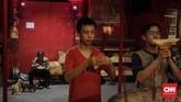 Jusuf mengusulkan kepada beberapa warga Tionghoa itu untuk berbagi menu buka puasa. (CNN Indonesia/Adhi Wicaksono)
