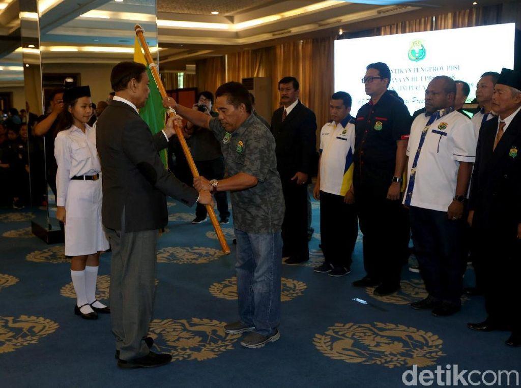 Momen saat Wiranto melantik 8 pengurus provinsi PBSI.