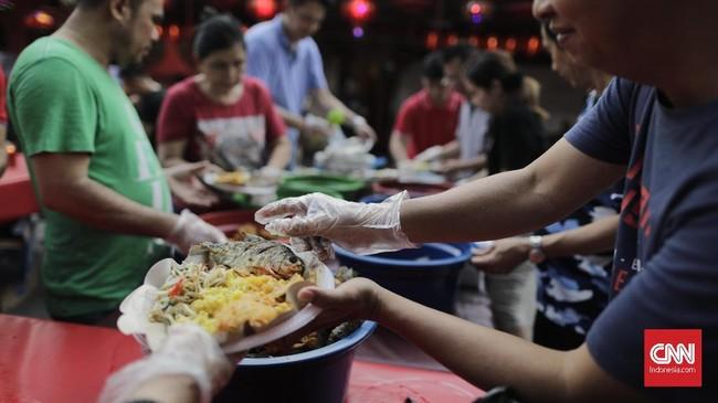 Kegiatanini rutin dilakukan komunitas muslim Tionghoa-Indonesia selama bulan Ramadan. (CNN Indonesia/Adhi Wicaksono)
